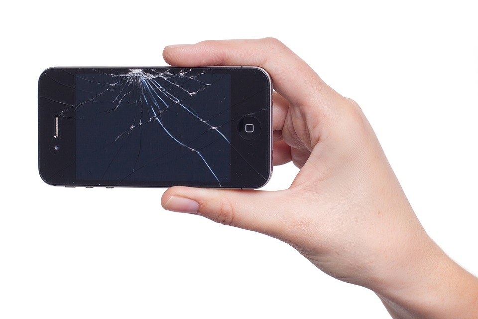 Kapot scherm van iPhone voor de scherm reparatie in Amsterdam